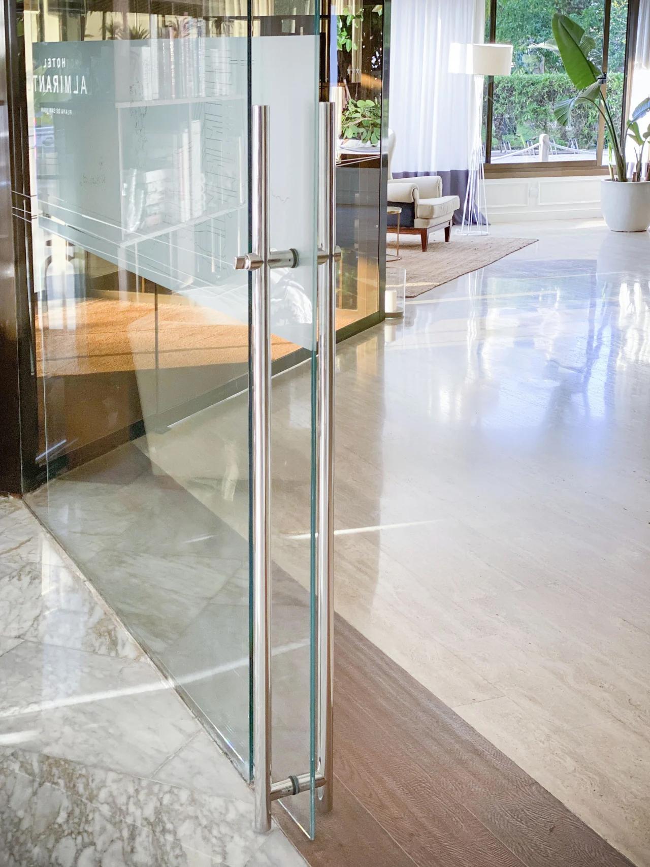 Tirador puerta acero inoxidable para puerta oficina de cristal